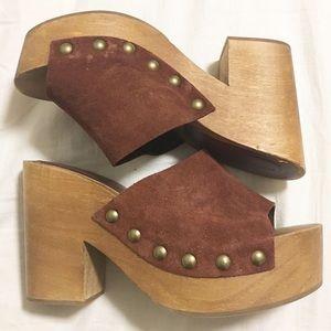 suede + wooden heel / Zara